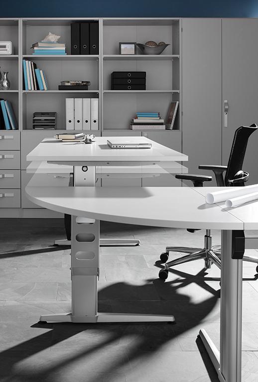 Höhenverstellbarer Schreibtisch - ideal für dynamisches Arbeiten im Sitzen und Stehen