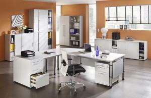 Schreibtisch im Büro individuell gestalten
