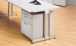 Flexibel einsetzbar im Büro: Container unter dem Schreibtisch, im bild ein Rollcontainer