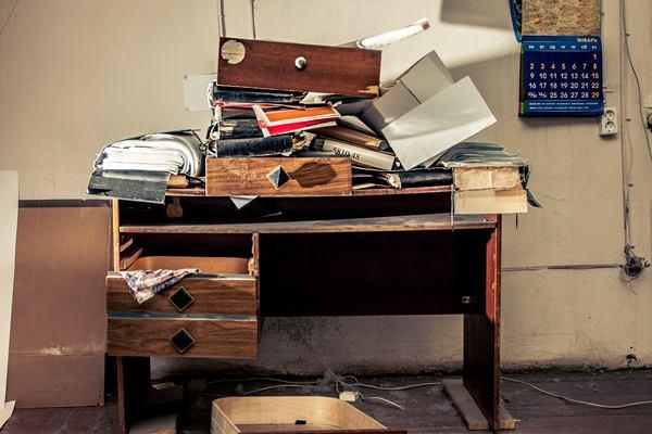 schreibtisch ordnung f r ein organisiertes arbeiten. Black Bedroom Furniture Sets. Home Design Ideas