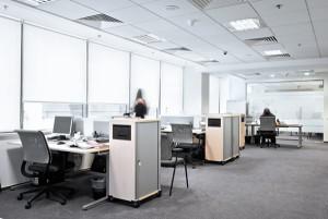 Tageslicht am Arbeitsplatz schafft eine angenehme Arbeitsatmosphäree und erhöht die Produktivität.